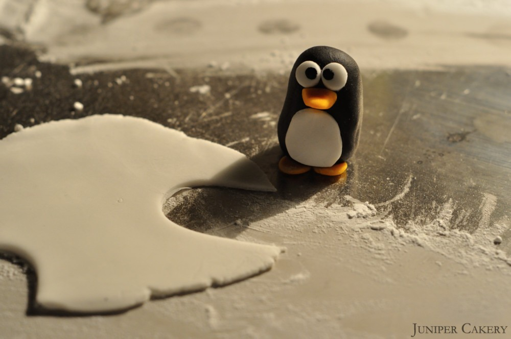 How to make a sugarpaste penguin