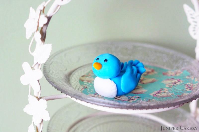Cake With Fondant Bird : Tutorial Tuesday : How to make a sugarpaste/fondant bluebird!