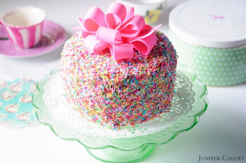 Easter Tutorial Week: How to make a sugarpaste looped bow!