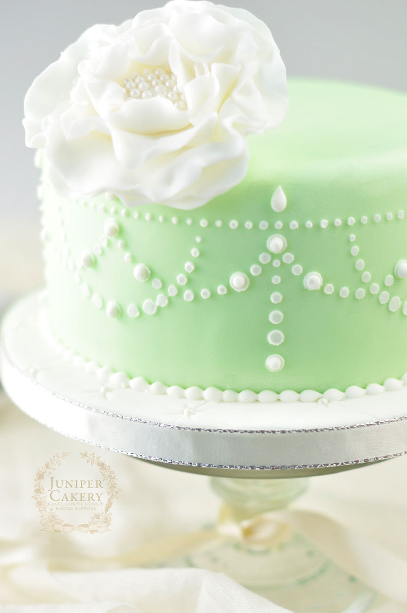 Tutorial on how to stencil cakes by Juniper Cakery