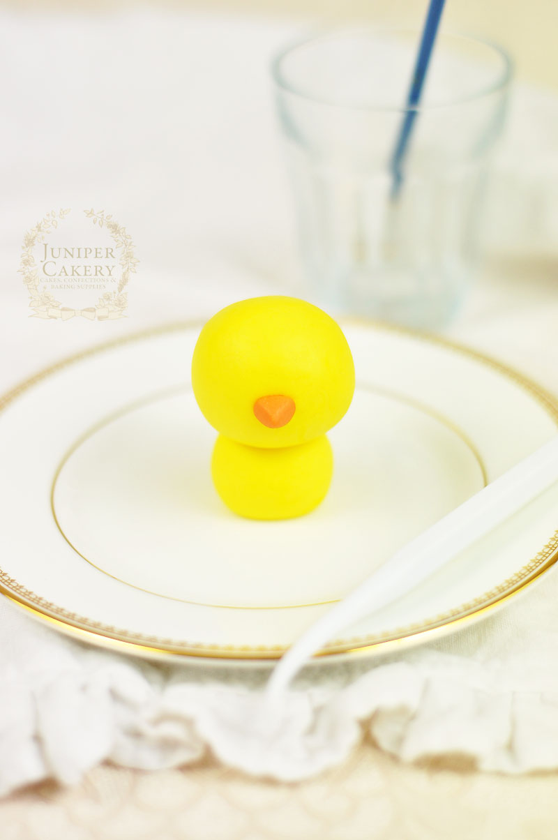 Easter chick tutorial for cakes and cupcakes by Juniper Cakery