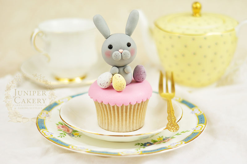 Adorable fondant bunny cupcake by Juniper Cakery